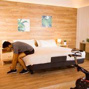 Sommier U700 150x200cm. 5 modes de massage. Lumière ambiante. WallHugger. 4 plans pliables. Repos pour les sportifs